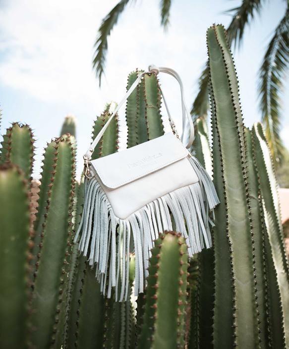 Horizontal Smartphone Bag - Fully Fringed - WHITE